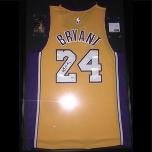 Kobe Bryant Autograph Los Angeles Lakers Jersey